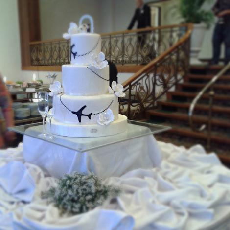 the wedding cake with its travel motif (see the aeroplanes?)